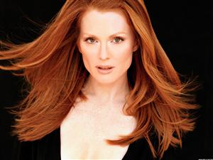 Free Julianne Moore Screensaver Download