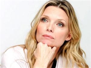 Michelle Pfeiffer Screensaver Sample Picture 1