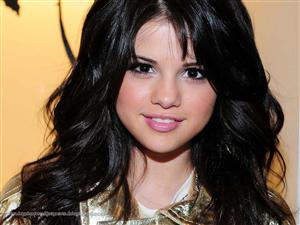Selena Gomez Screensaver Sample Picture 2